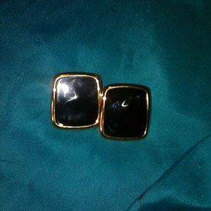MONET VTG earrings. 1 in. Clip on.